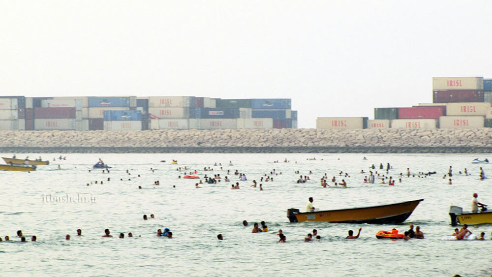 شنا در ساحل بوشهر