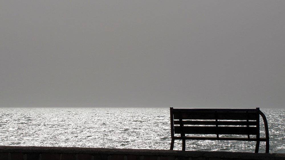 تنها در ساحل بوشهر