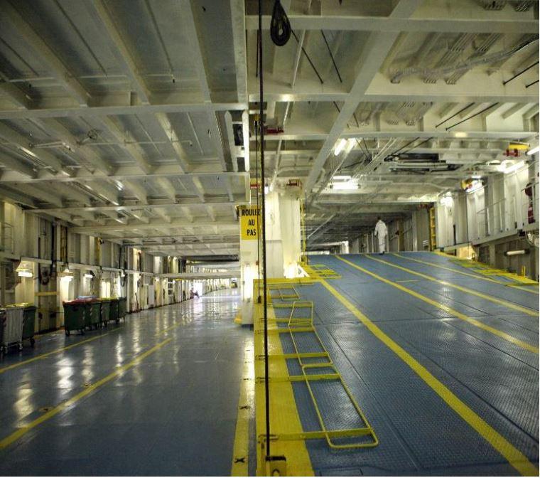 سالن حمل و نقل بار در کشتی گرندفری قطر بوشهر